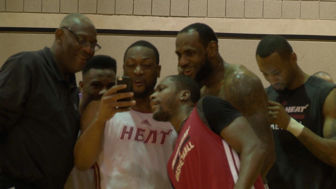 Lebron_DunkShow_Phoenix_Basketball
